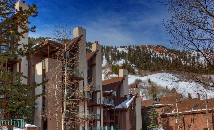 Aspen Durant Condominiums - walk to downtown and ski lifts.